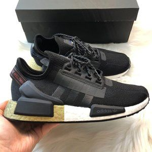 NWT Adidas NMD R1 V2 Sneaker Women's Size 7 7.5